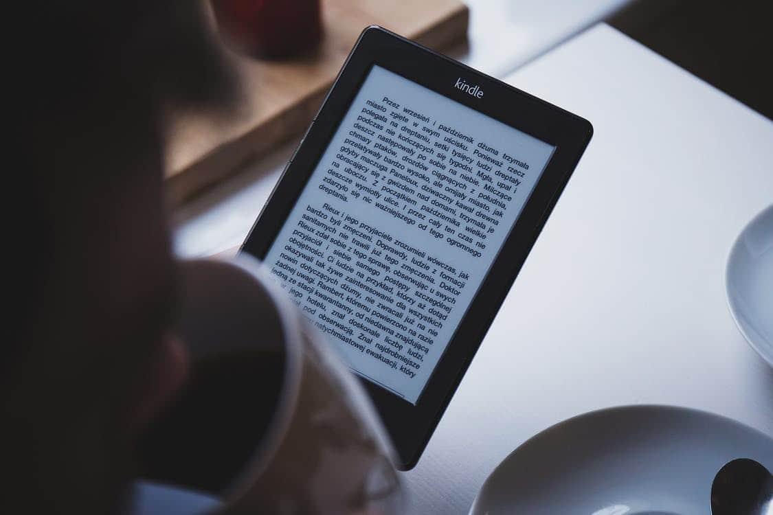صورة فوائد القراءة وكيف تساعدك على الفوز بقلب من تحب ؟