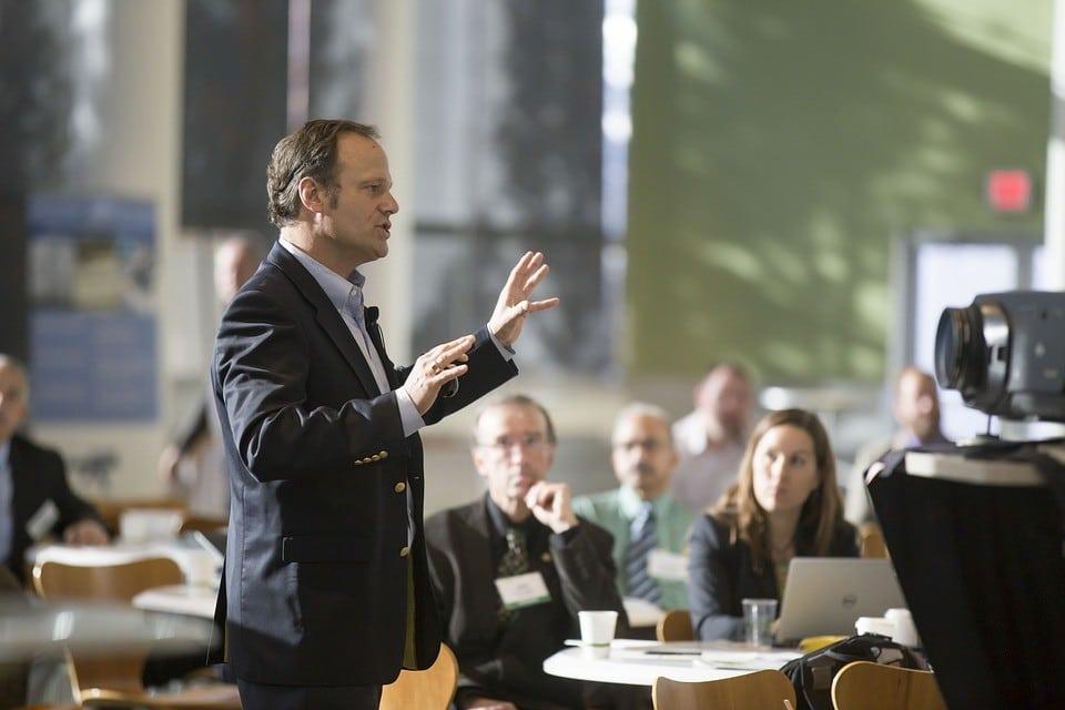 Photo of دراسة شاملة عن فن الخطابة أو التحدث أمام الجمهور – ج1